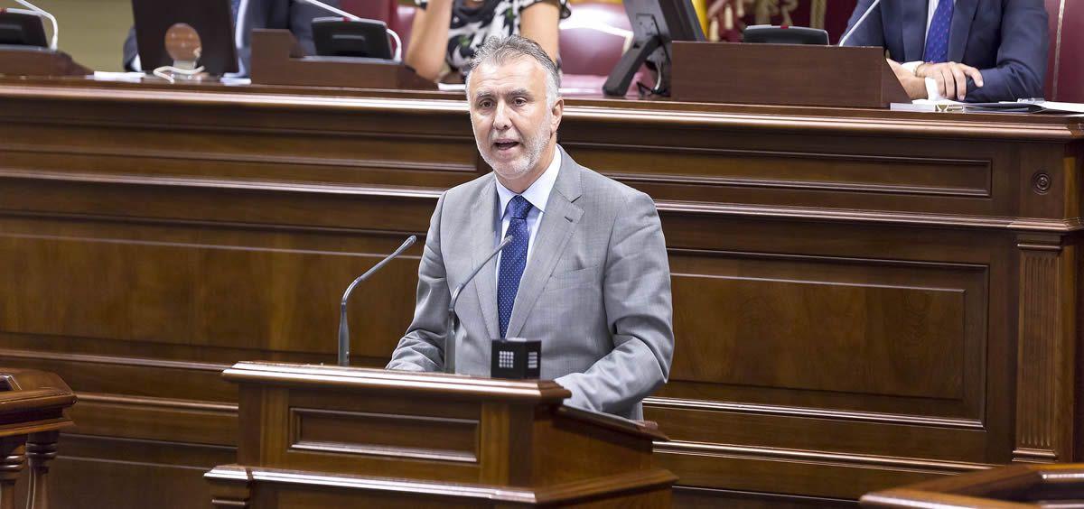 El presidente del Gobierno de Canarias, Angel Víctor Torres, durante el debate de investidura. (Foto. Flickr Parlamento de Canarias)