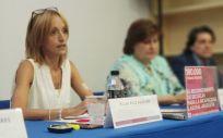 Pilar Ruiz explicando su testimonio en una rueda de prensa realizada junto a Gepac. (Foto. Gepac)