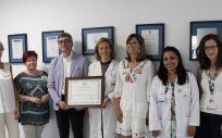 Entrega del diploma al Hospital Universitario Infanta Elena (Foto. ConSalud)