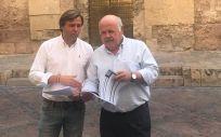 El consejero de Salud y Familias, Jesús Aguirre, y el delegado del Gobierno en Córdoba, Antonio Repullo (Foto. Twitter Consejería de Salud y Familias de Andalucía)