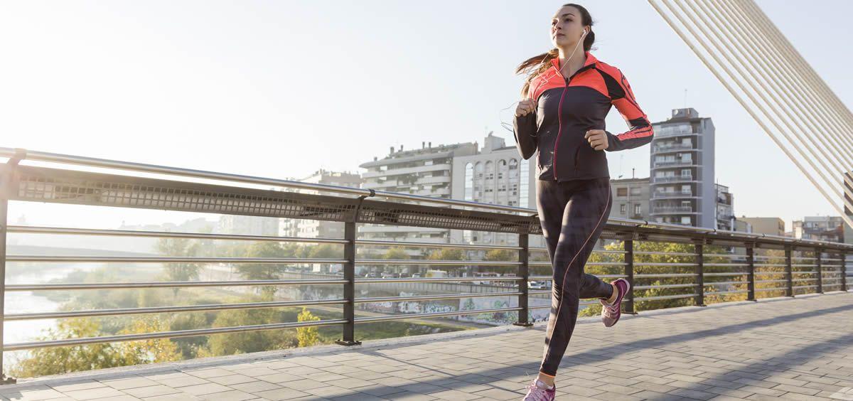 Mujer practicando deporte (Foto. Freepik)