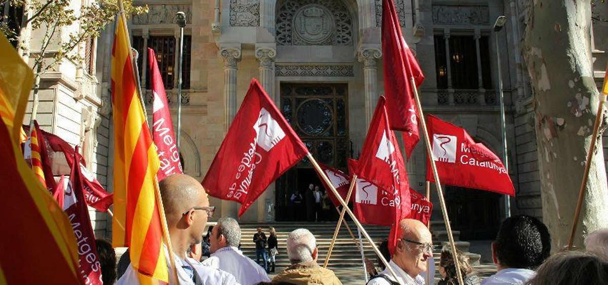 Profesionales del sector sanitario en huelga (Foto: Metges)