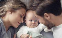 Padres con bebé (Foto. ConSalud)
