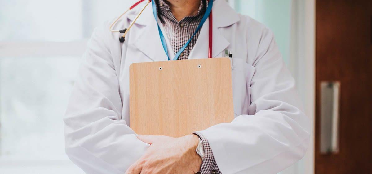 Médico en consulta. (Foto. Rawpixel)