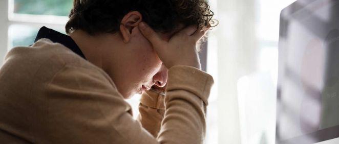Paciente con estrés laboral. (Foto. Rawpixel)