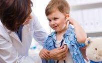 Los pediatras recuerdan que la mayoría de infecciones en los niños son de origen viral y, por tanto, los antibióticos no son eficaces para su tratamiento.