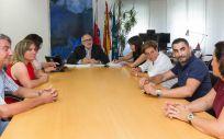 El consejero de Sanidad, Miguel Rodríguez, y la gerente del SCS, Celia Gómez, durante la reunión esta tarde con los representantes del FESP UGT (Foto. Raúl Lucio)