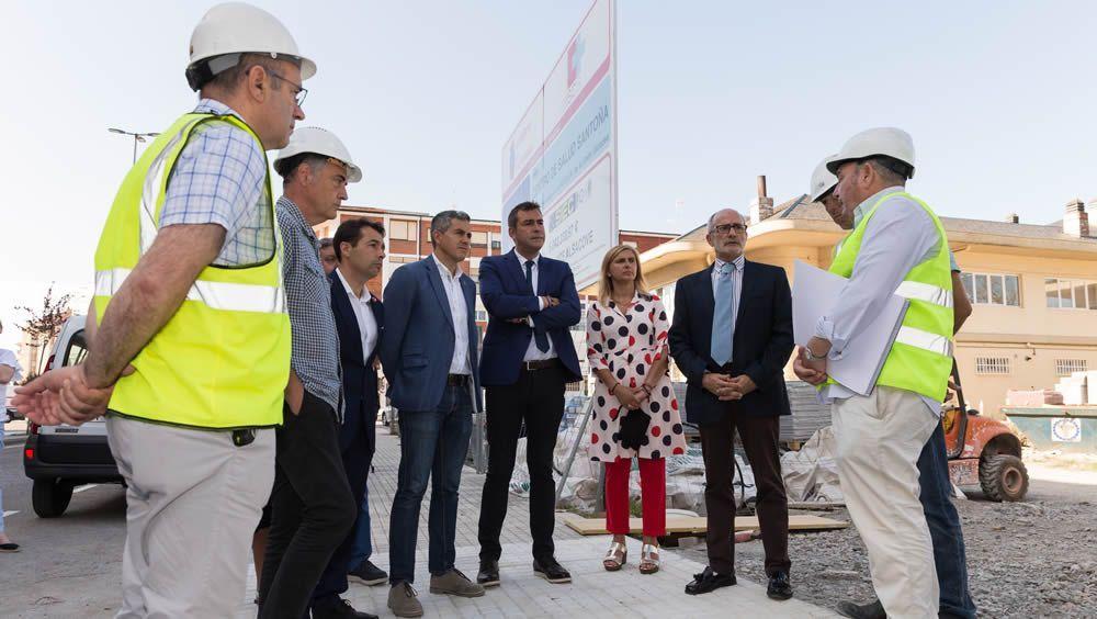 Miguel Rodríguez visita las obras del nuevo Centro de Salud de Santoña