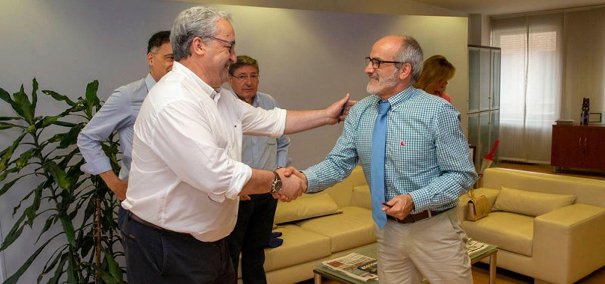 Javier Hernández de Sande y Miguel Rodríguez al inicio de la reunión. (Foto. Miguel López)