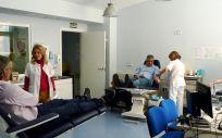Personas donando sangre (Foto. Sescam)