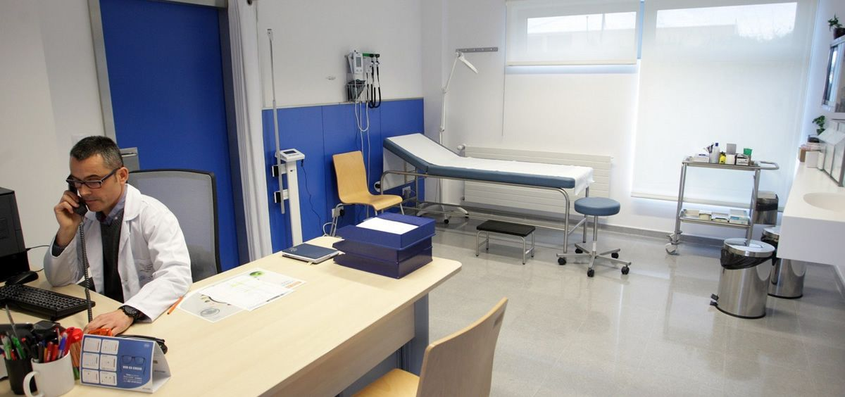 Personal sanitario realizando consultas telefónicas (Foto. Xunta)