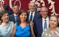 La Junta de Gobierno del COFM, junto al reelegido consejero de Sanidad del Gobierno de la Comunidad de Madrid (Foto. COFM)