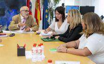 El consejero de Sanidad de Cantabria y las representantes de Satse durante la reunión celebrada este martes (Foto. Ignacio Romero - Gobierno de Cantabria)