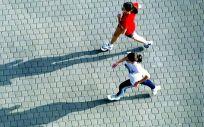 Mujeres practican ejercicio físico en el exterior (Foto: Pixabay)