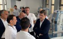 Manuel Villegas, durante su visita a la nueva Unidad en el Hospital Lorenzo Guirao. (Foto: Twitter CARM)