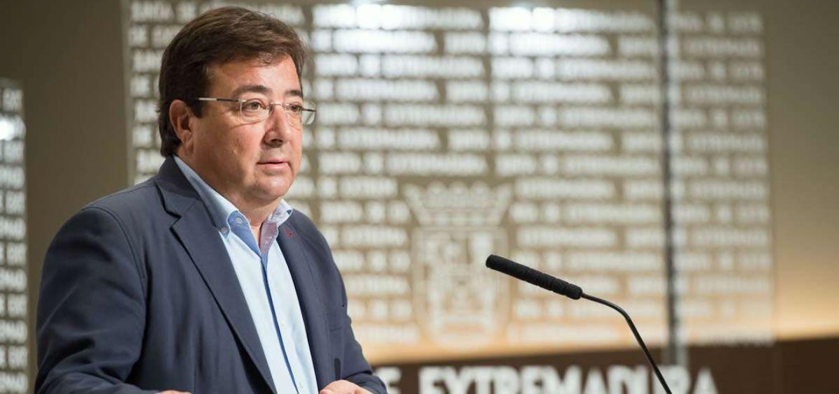 El presidente de la Junta de Extremadura, Guillermo Fernández Vara, en rueda de prensa (Foto. Junta de Extremadura)
