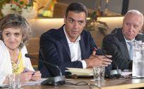 María Luisa Carcedo junto a Pedro Sánchez y Faustino Blanco, en la reunión con colectivos sanitarios (Foto: PSOE)
