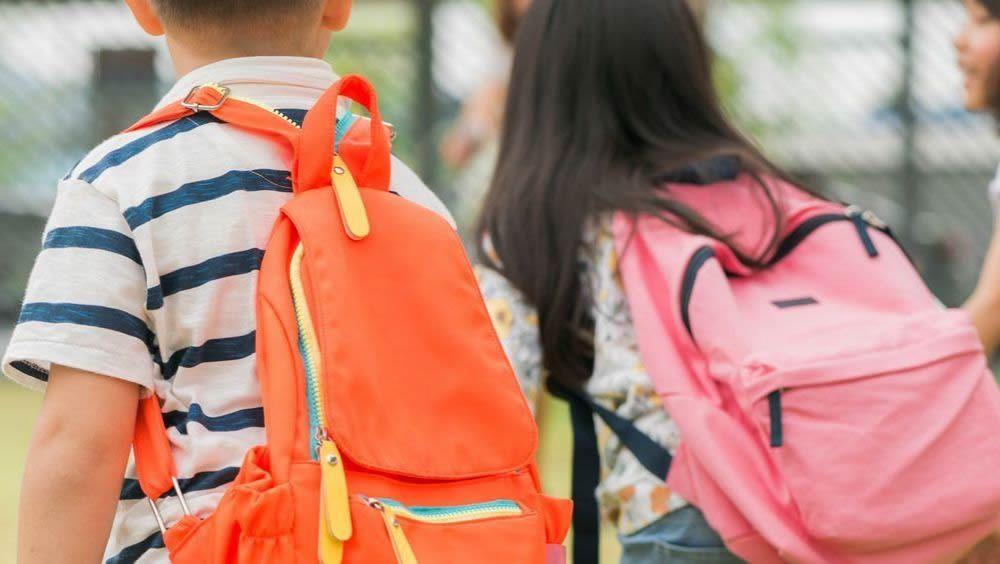Cuál es el peso recomendado de las mochilas escolares?