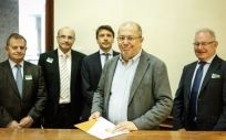Francisco Igea, portavoz de Sanidad de Ciudadanos, registrando la PNL.