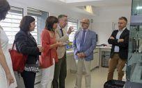 El consejero de Sanidad, durante su visita a las instalaciones del Idival (Foto. Natalia Rasillo)