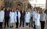 María Galán (tercera por la izquierda) junto a algunos de los investigadores que han participado en el estudio (Foto. Ciber)