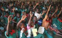 Escolares en una clase sobre el paludismo y cómo protegerse de esta enfermedad (Malawi).