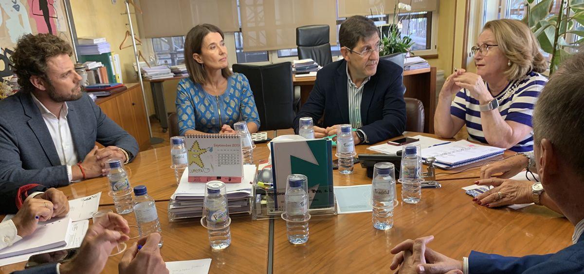 Imagen de la reunión con el Colegio de Farmacéuticos (Foto. Gobierno de Murcia)
