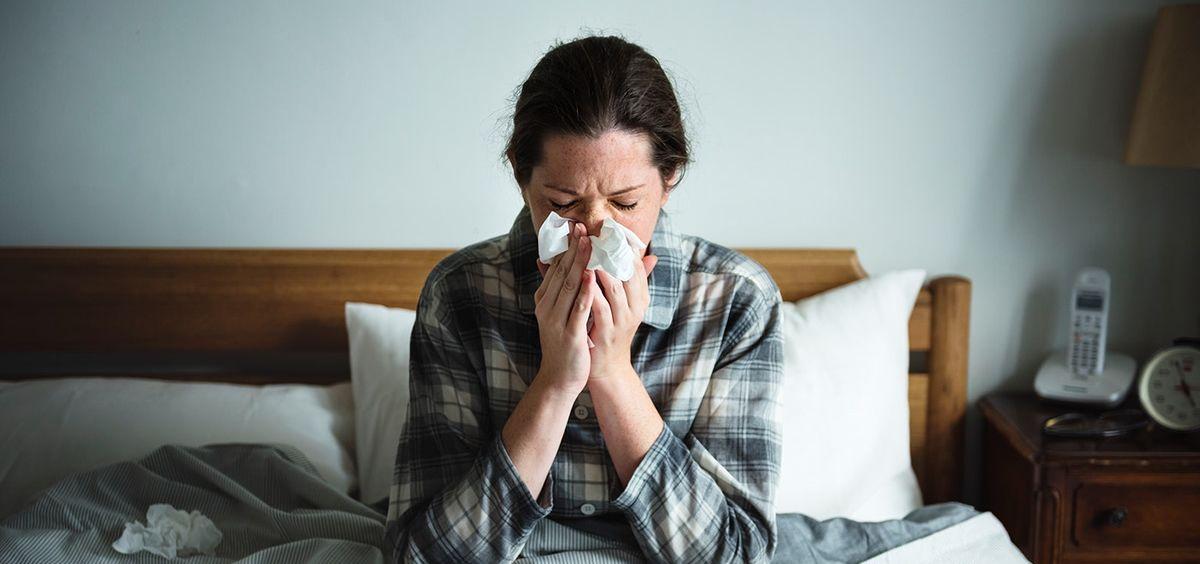 Paciente afectada por el virus de la gripe. (Foto. Rawpixel)