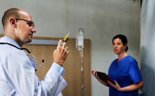 ¿Faltan médicos en España?: Esto es lo que dicen los profesionales