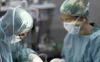 Cirujanos interviniendo en una sala de operaciones. (Foto. Xunta de Galicia)