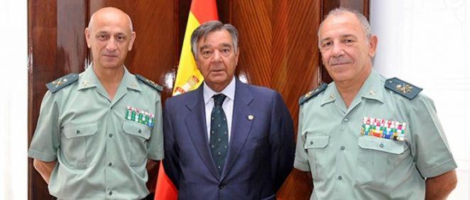 José Antonio Berrocal, Luis González y Fernando Santafé, durante la firma del acuerdo (Foto: Guardia Civil)