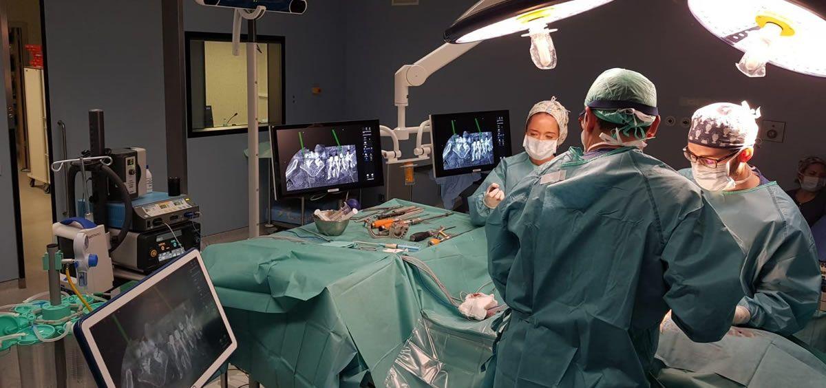 Cirujanos del Hospital Rey Juan Carlos (Foto. ConSalud)
