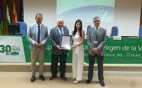 El consejero de Salud, Jesús Aguirre, entrega los certificados de calidad concedidos por la Agencia de Calidad Sanitaria (ACSA) (Foto: Junta de Andalucía)
