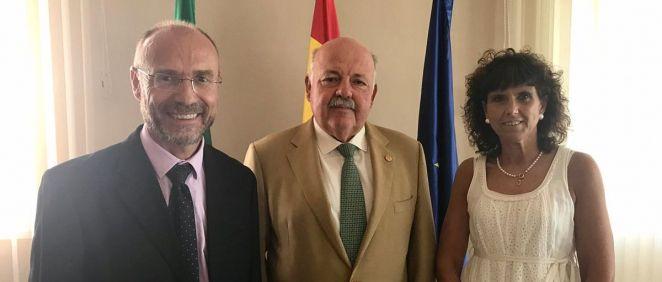 Julio Zarco, presidente de Fundación Humans; Jesús Aguirre, consejero Salud Junta Andalucía; y Blanca Fernández Lasquetty, patrona de la Fundación Humans (Foto. ConSalud)