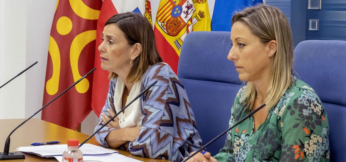 La consejera de Presidencia, Paula Fernández, y la secretaria general, Noelia García (Foto: José Cavia - Gobierno de Cantabria)