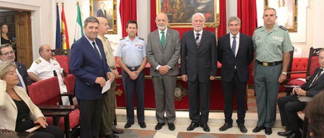 El director general de la Guardia Civil, Félix Azón, en el centro de la imagen (Foto: Guardia Civil)