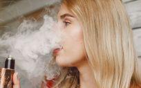 Consumo de cigarrillos electrónicos (Foto. Freepik)