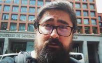 Julio Raudes, más conocido como El Mono Vapeador