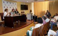 La consejera de Sanidad, Teresa Cruz, reunida con el director insular de área y con la gerencia del Hospital General de La Palma. (Foto. Gobierno de Canarias)
