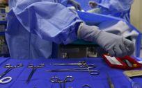 Cirujanos durante una intervención quirúrgica (Foto. Pixabay)