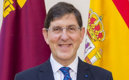 El consejero de Salud de Murcia y su equipo se vacunan pese a no ser un grupo prioritario