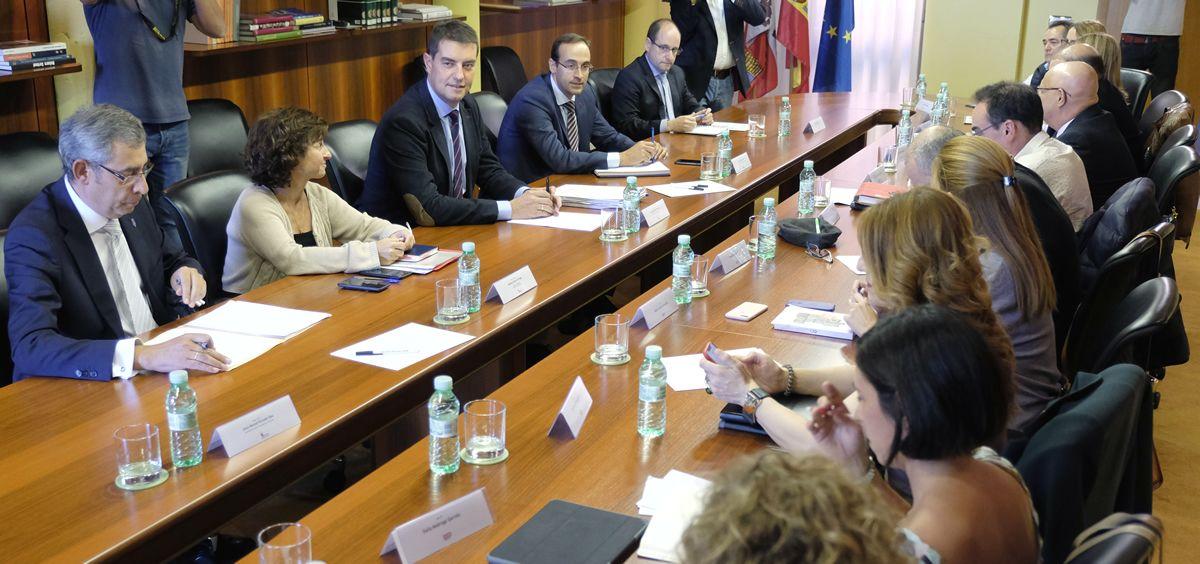 Reunión entre la Junta de Castilla y León y representantes sindicales (Foto: JCYL)