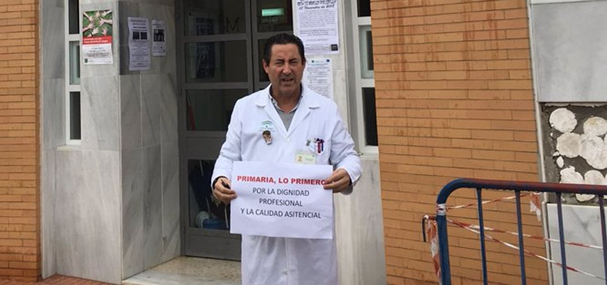 Ángel López Hernanz, médico de Familia de Cañada Rosal (Sevilla). (Foto @angellopezh)