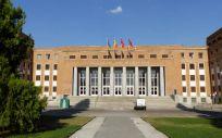 Fachada de la Facultad de Medicina de la UCM (Foto: Wikipedia)