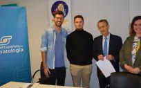 Imagen de la firma del convenio entre CEEM y la Sociedad Española de Reumatología. (Foto.SER)