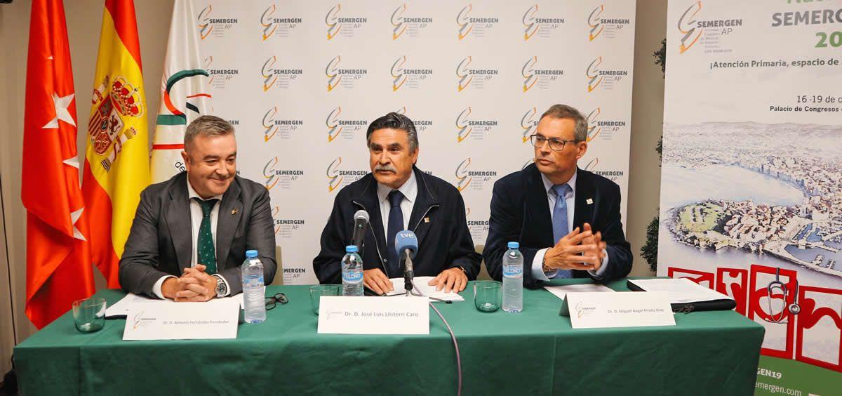 De izquierda a derecha: Los doctores Antonio Fernández, José Luis Llisterri y Miguel Ángel Prieto, en la presentación del 41º Congreso Nacional SEMERGEN (Foto: Sociedad Española de Médicos de Atención Primaria)