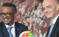 El director general de la OMS, el doctor Tedros Adhanom Ghebreyesus, y el presidente de la FIFA, Gianni Infantino (Foto. OMS)