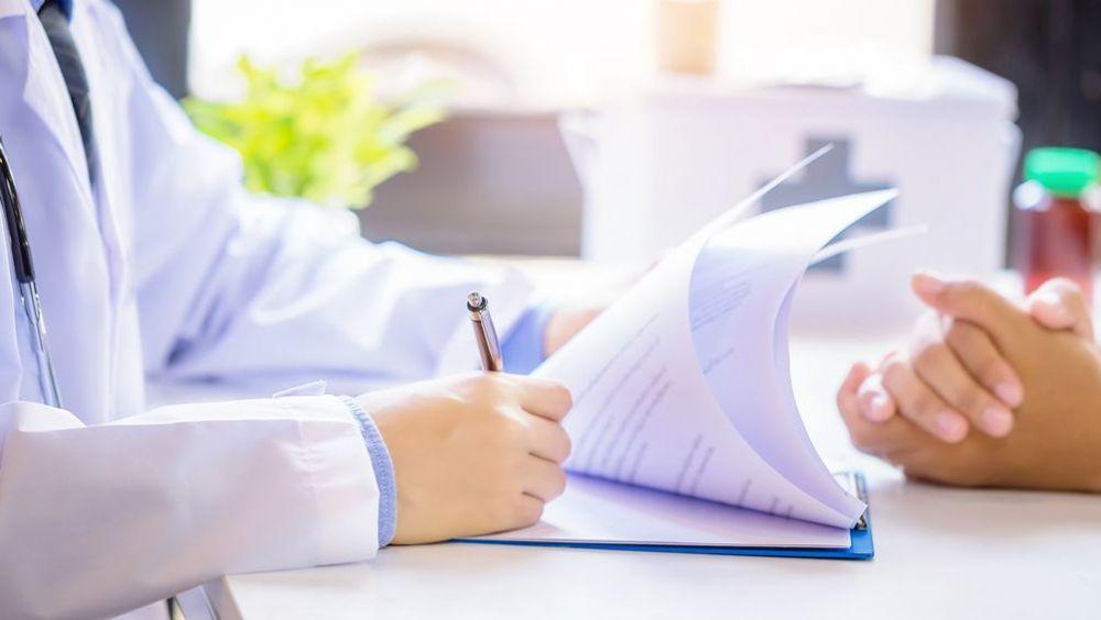 Médico y paciente en una consulta (Foto: Freepik)