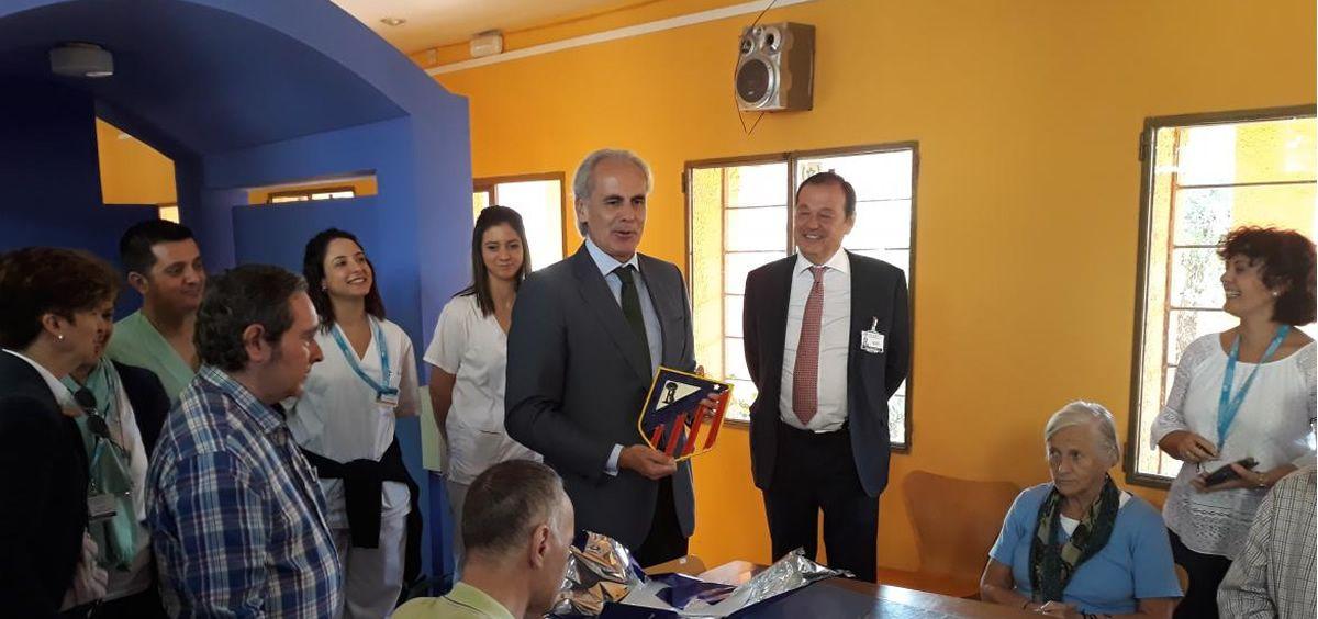 El consejero de Sanidad de Madrid, Enrique Ruiz Escudero, durante su visita al centro. (Foto. Comunidad de Madrid)
