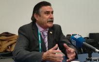 El presidente de SEMERGEN, José Luis Llisterri, atiende a los medios de comunicación (Foto: Juanjo Carrillo - ConSalud.es)